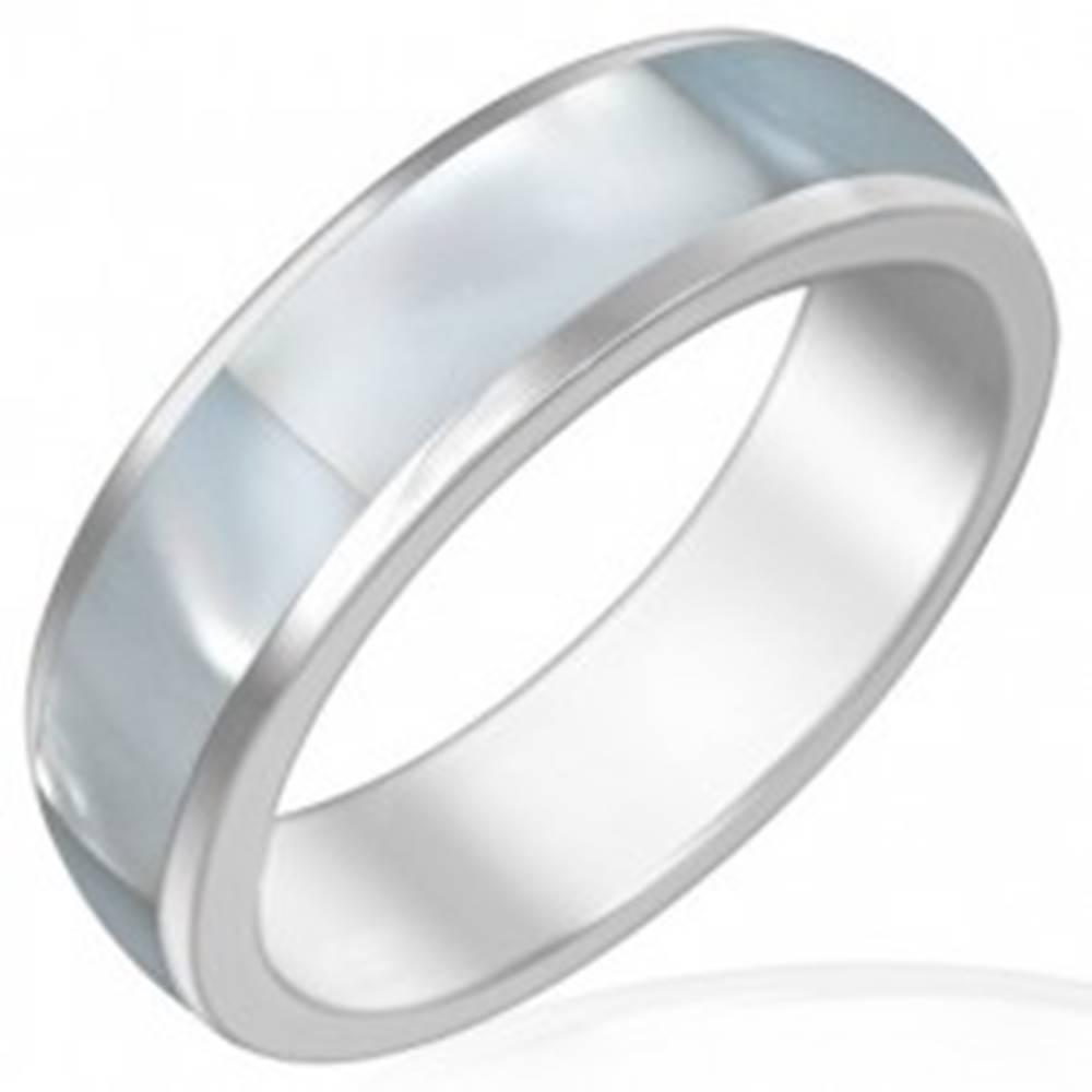 Šperky eshop Oceľová obrúčka s perleťovým stredovým pásom - Veľkosť: 51 mm