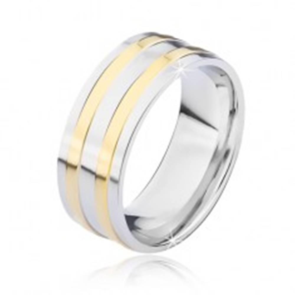 Šperky eshop Oceľová obrúčka striebornej farby s dvomi úzkymi pásmi zlatej farby - Veľkosť: 57 mm
