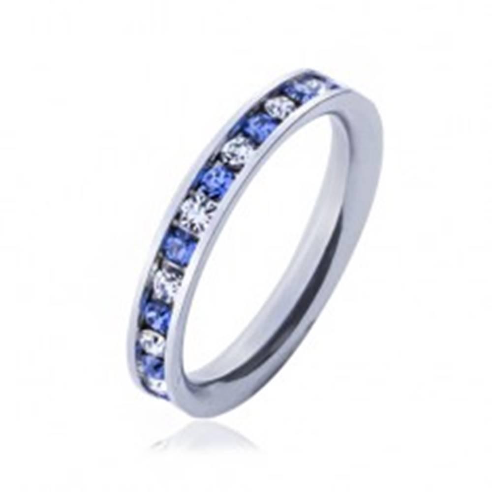 Šperky eshop Oceľový prsteň - svetlo-modré a číre kamienky - Veľkosť: 49 mm