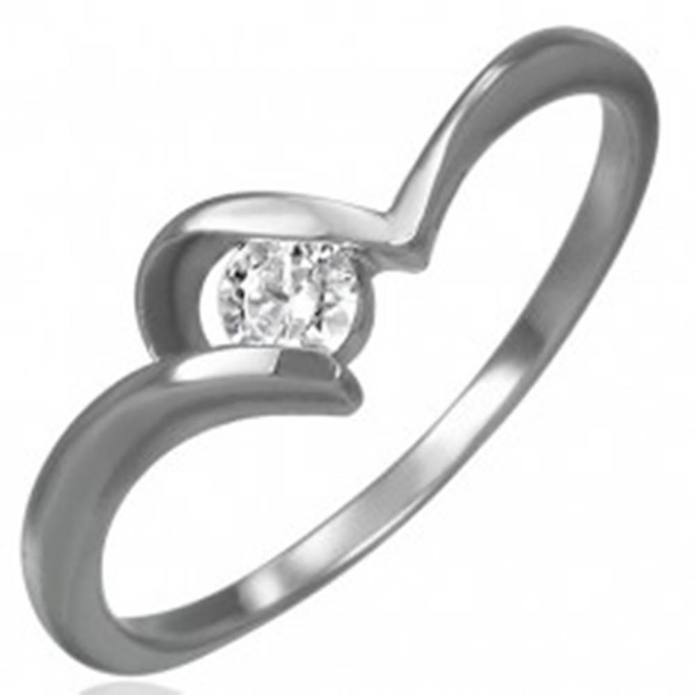 Šperky eshop Oceľový zásnubný prsteň - tenké zahnuté ramená, okrúhly číry zirkón - Veľkosť: 48 mm