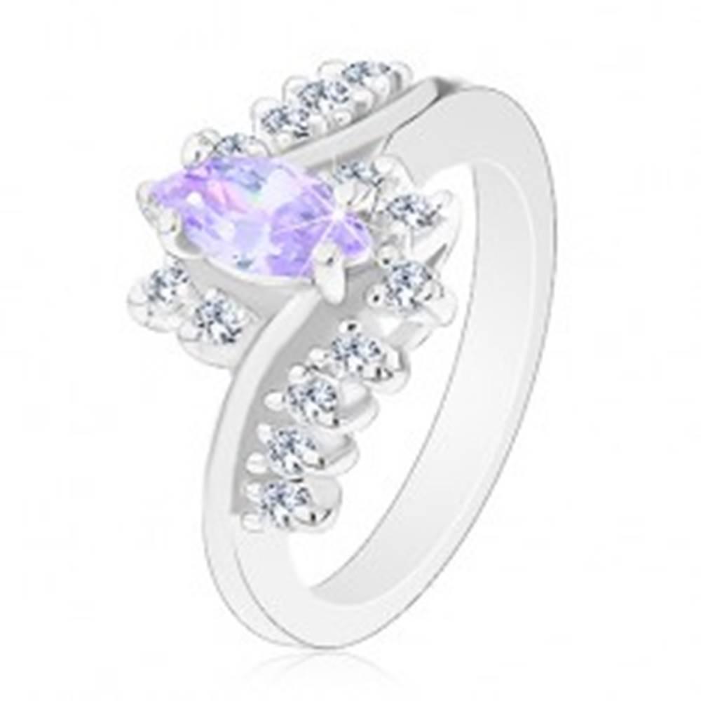 Šperky eshop Prsteň so striebornou farbou, svetlofialové brúsené zrno, zirkónové číre línie - Veľkosť: 52 mm