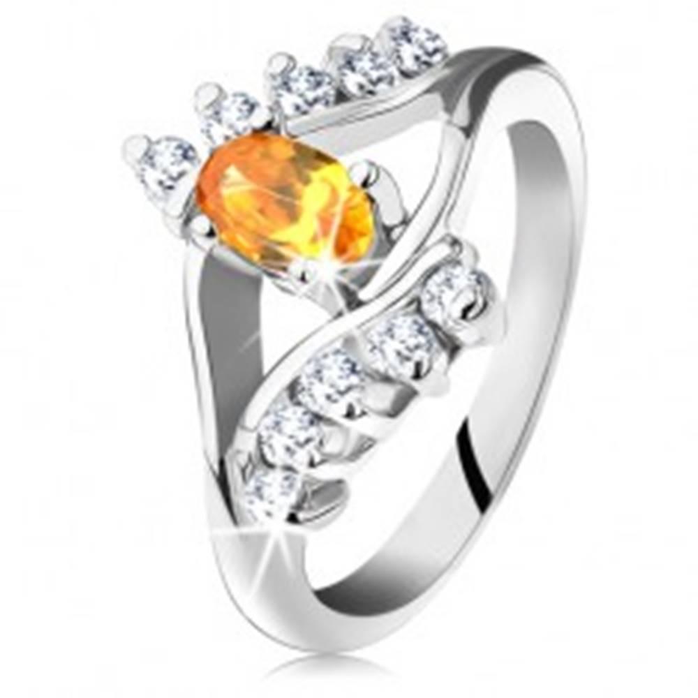 Šperky eshop Prsteň v striebornej farbe s úzkymi ramenami, žltý oválny zirkón, číra línia - Veľkosť: 49 mm