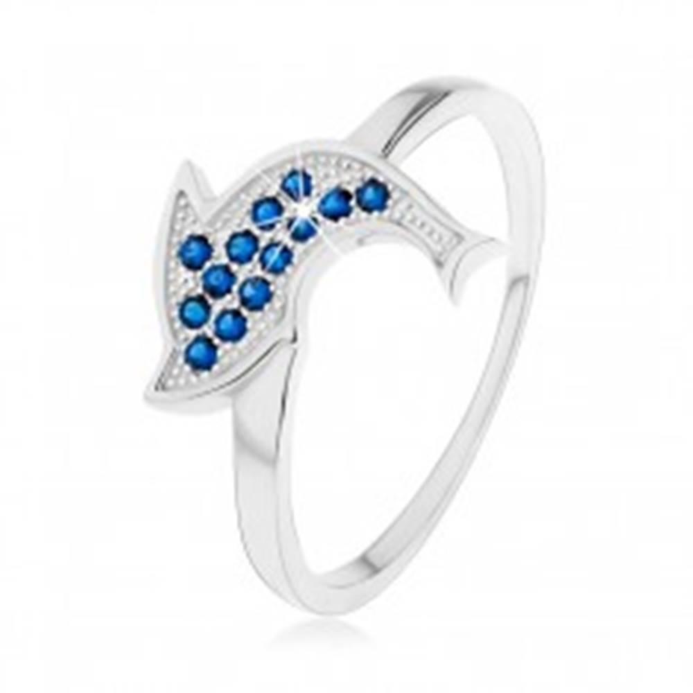 Šperky eshop Prsteň zo striebra 925, ligotavý skáčuci delfín, tmavomodré zirkóny - Veľkosť: 50 mm