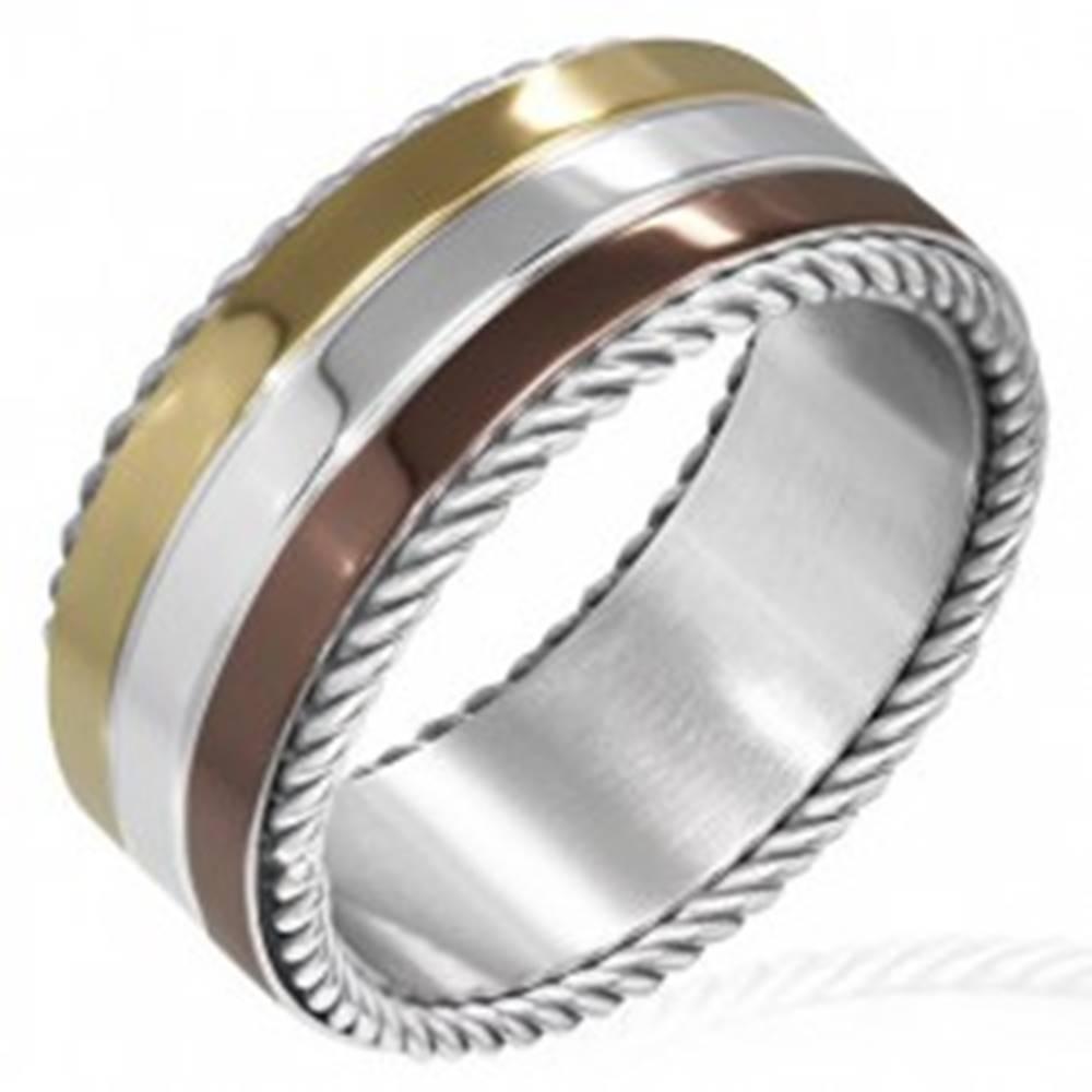 Šperky eshop Trojfarebný prsteň z ocele - točené lanko na okraji - Veľkosť: 52 mm