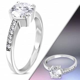 Oceľový prsteň striebornej farby s asymetrickými ramenami a čírymi zirkónmi - Veľkosť: 50 mm