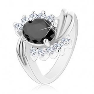 Prsteň v striebornej farbe so zahnutými ramenami, číre zirkóny, čierny ovál - Veľkosť: 49 mm