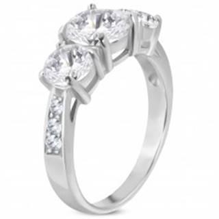 Zásnubný prsteň z ocele 316L, tri veľké číre zirkóny, zdobené ramená - Veľkosť: 50 mm