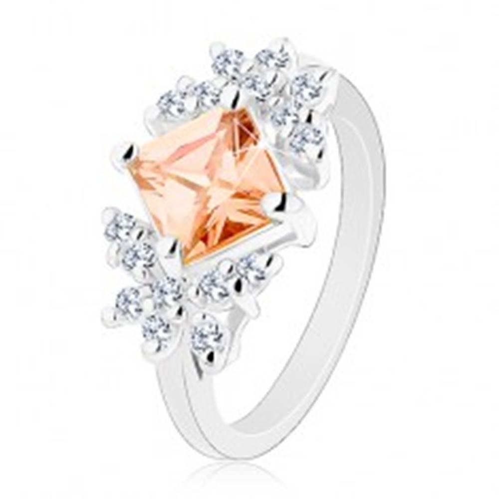 Šperky eshop Lesklý prsteň so zirkónmi v čírom a oranžovom odtieni, zúžené ramená - Veľkosť: 49 mm