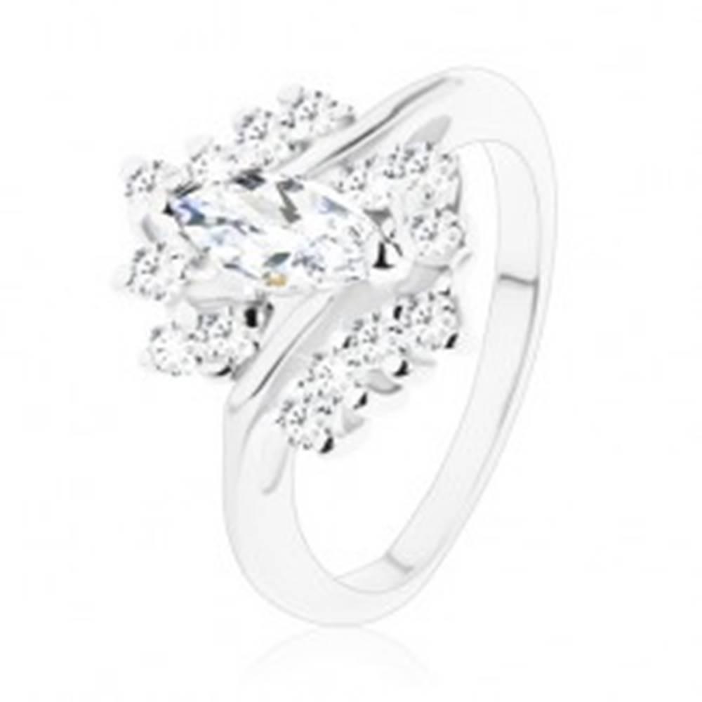 Šperky eshop Ligotavý prsteň s úzkymi ramenami, kolmé zrno a zirkóny s čírym odtieňom - Veľkosť: 49 mm