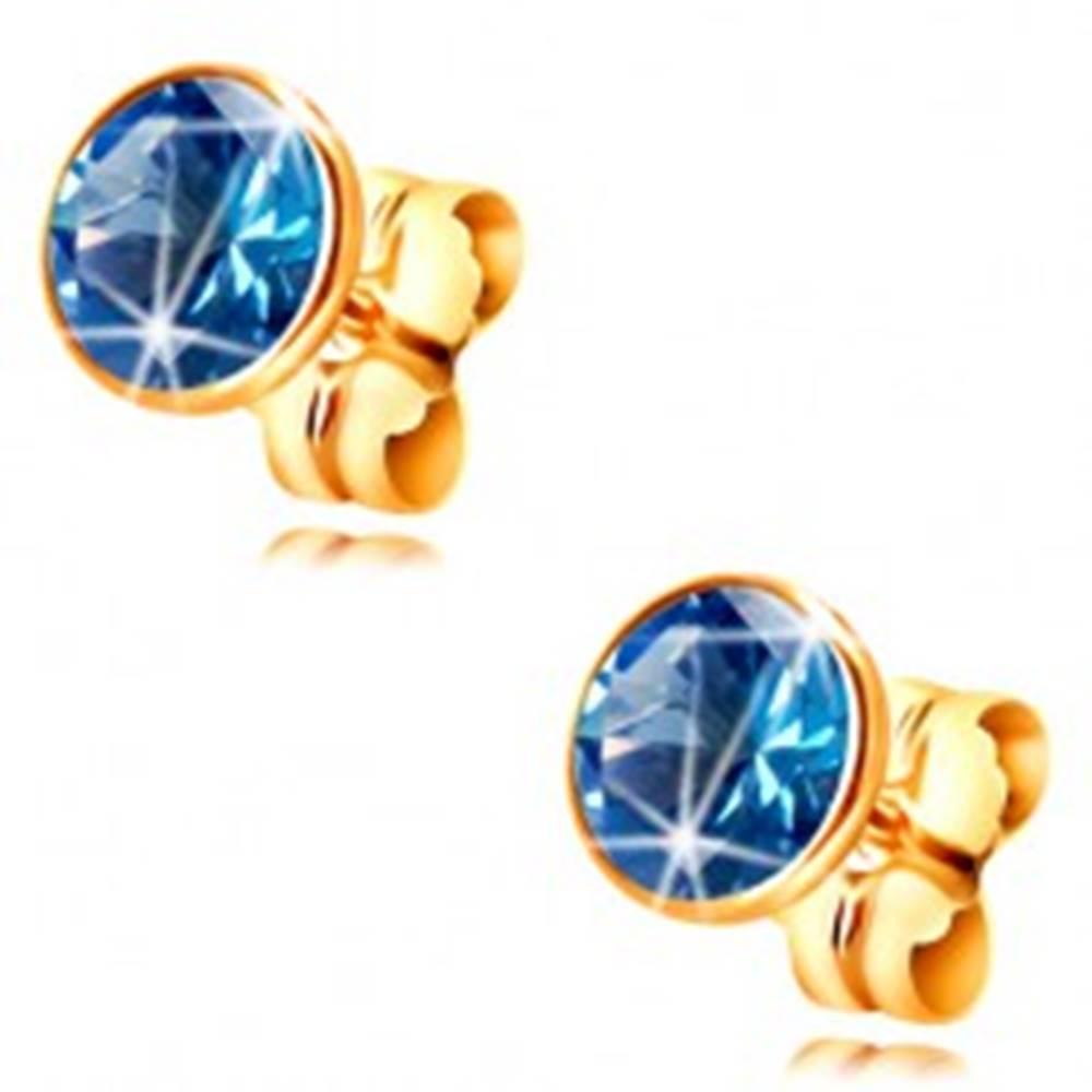 Šperky eshop Náušnice zo žltého 14K zlata - okrúhly modrý zirkón v objímke, 5 mm