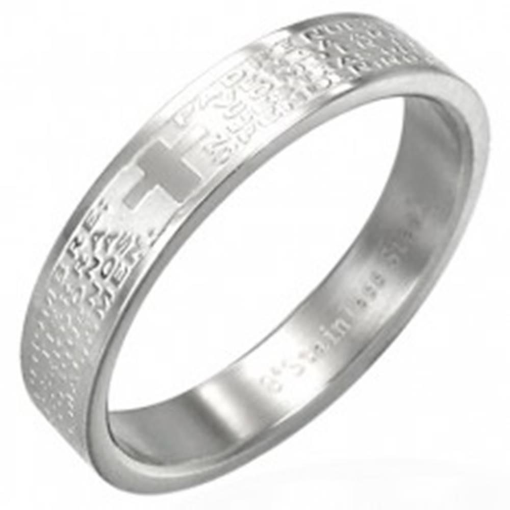 Šperky eshop Oceľová obrúčka striebornej farby s modlitbou a krížom - Veľkosť: 49 mm