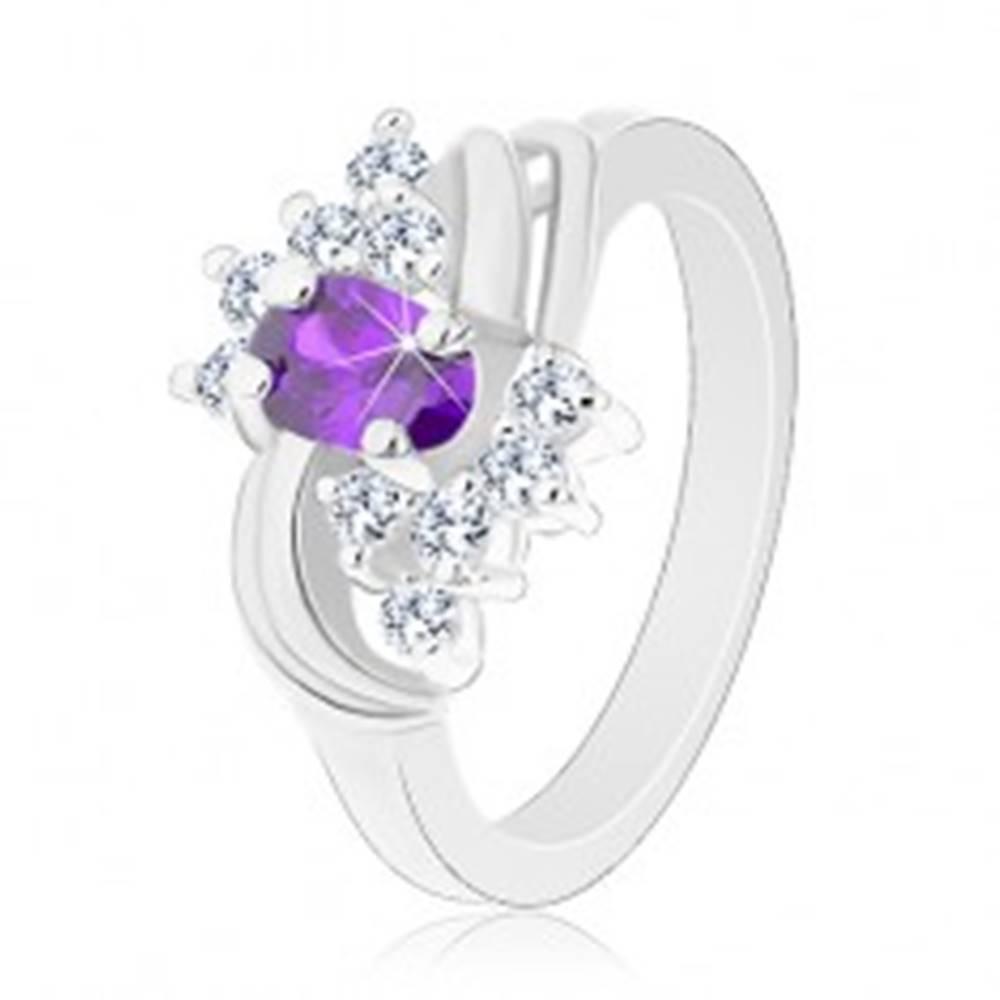 Šperky eshop Prsteň s lesklými ramenami, fialový ovál, hladké páry oblúkov, číre zirkóny - Veľkosť: 49 mm