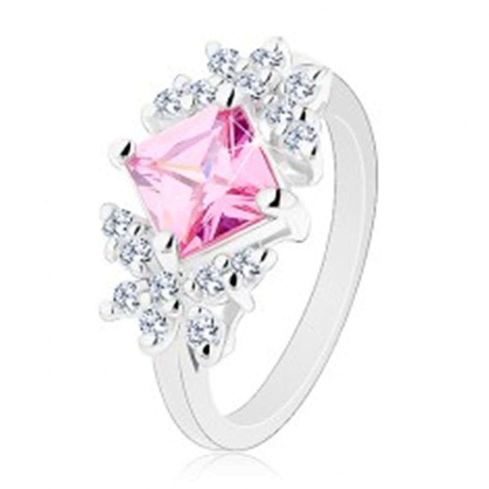 Šperky eshop Prsteň striebornej farby, brúsený zirkónový štvorec ružovej farby, číre motýle - Veľkosť: 49 mm