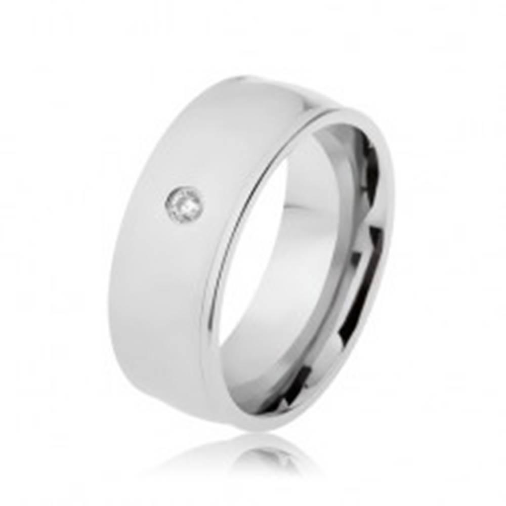 Šperky eshop Prsteň z ocele 316L, strieborná farba, lesk, vyvýšené okraje, číry zirkón - Veľkosť: 57 mm