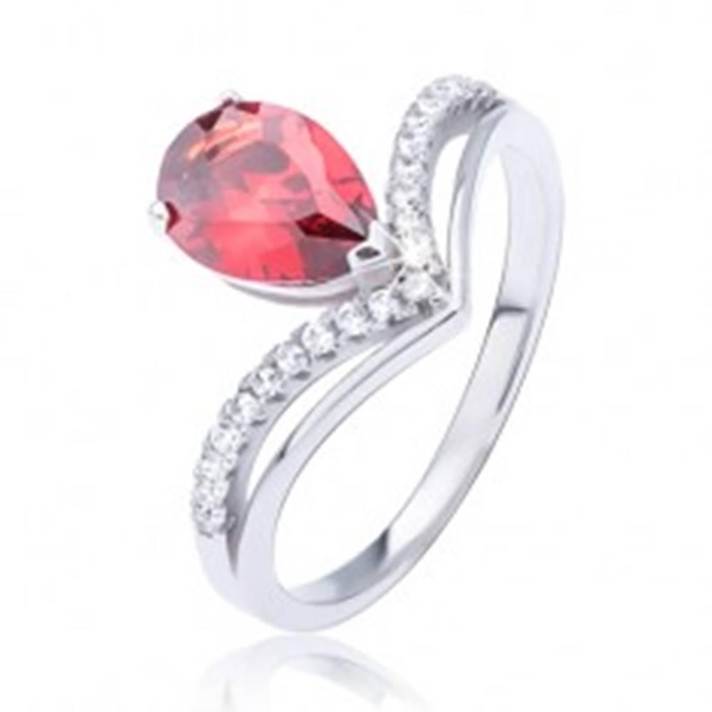 Šperky eshop Prsteň zo striebra 925, červený slzičkový zirkón a zdvojený špic - Veľkosť: 52 mm