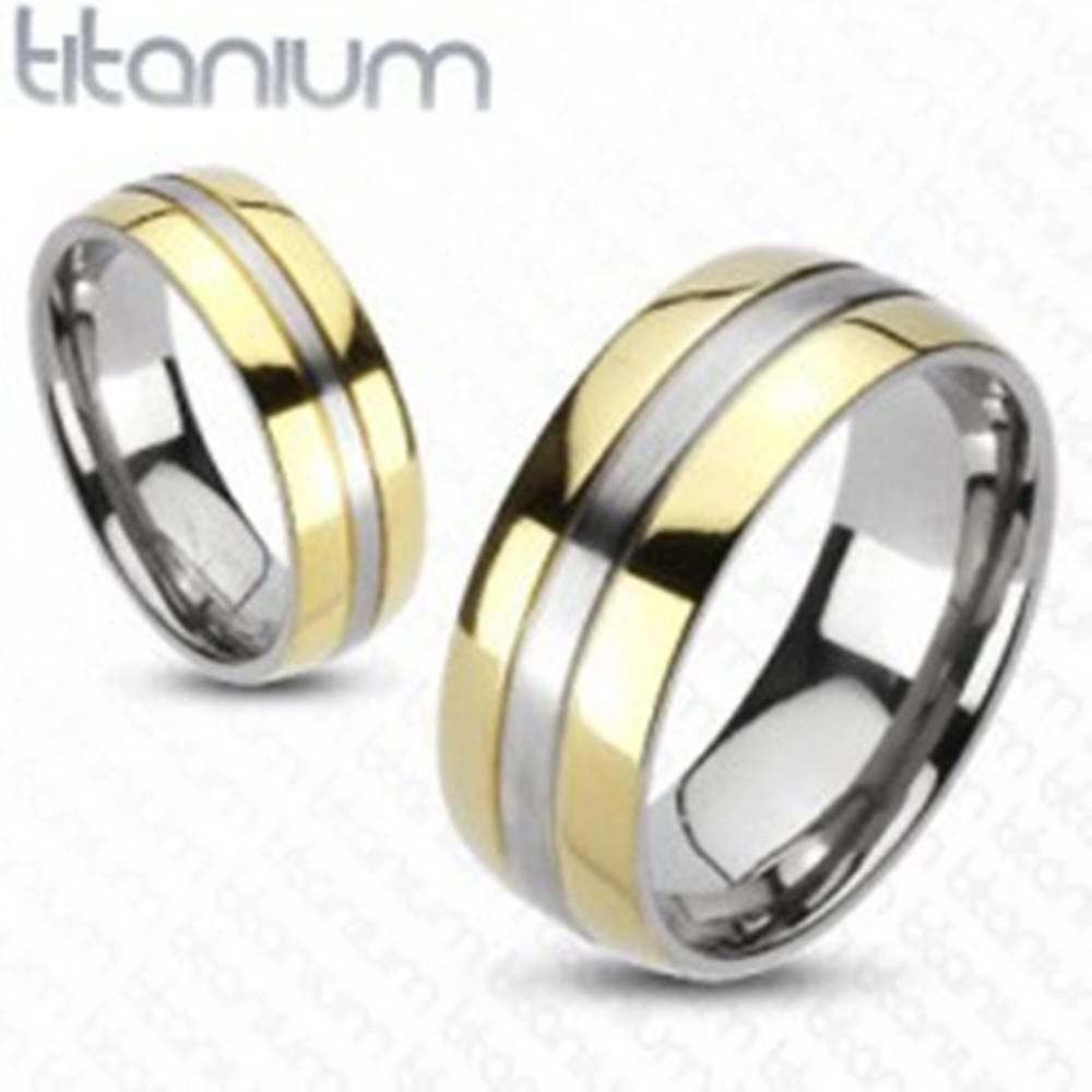 Šperky eshop Titánový prsteň - zlatá a strieborná farebná kombinácia - Veľkosť: 49 mm