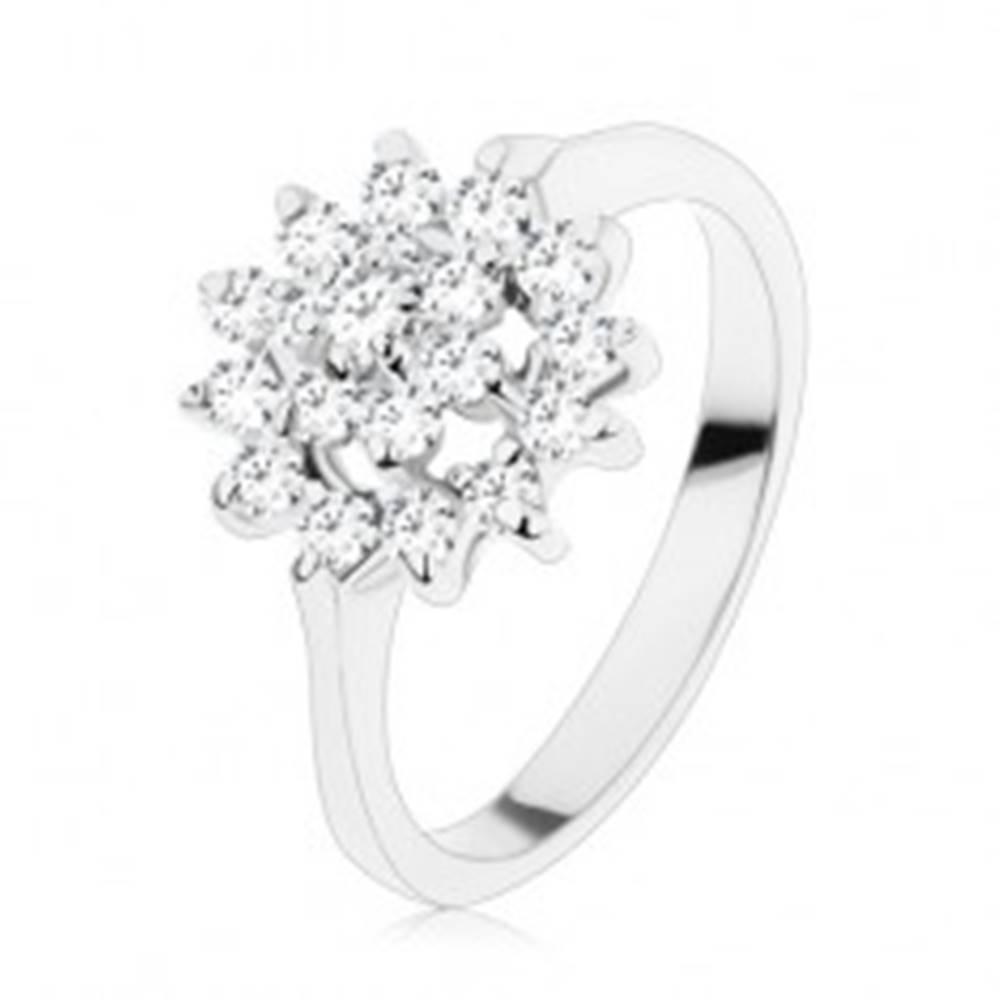 Šperky eshop Trblietavý prsteň so zúženými ramenami, zirkóny v čírej farbe, kvet v kruhu - Veľkosť: 56 mm