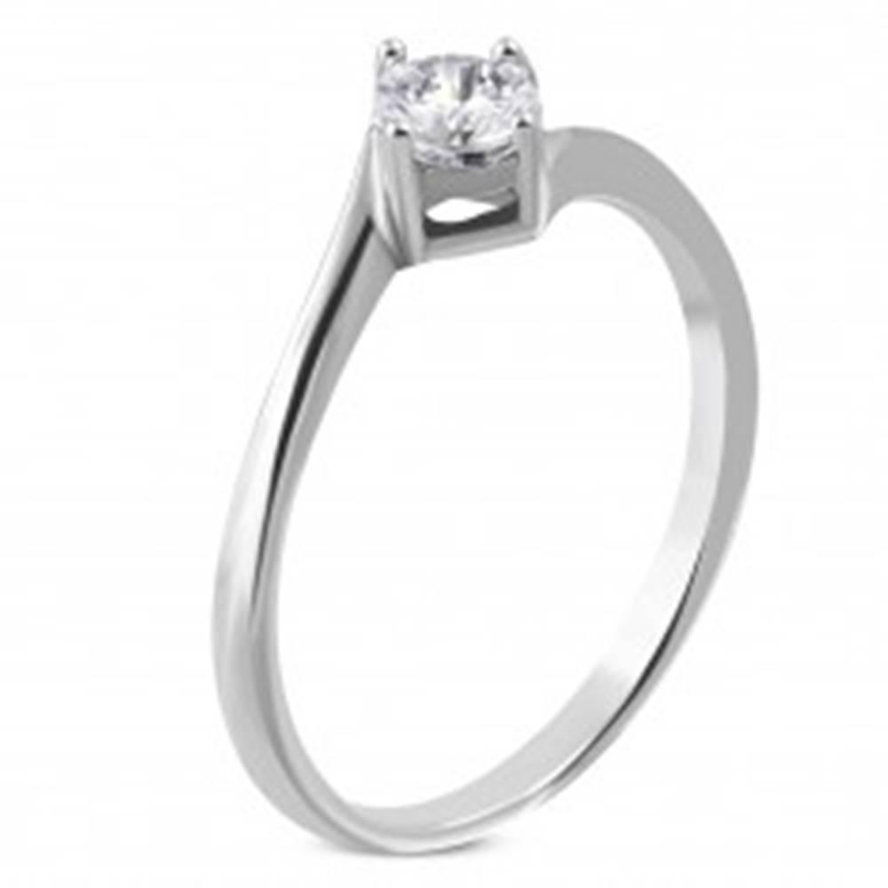 Šperky eshop Zásnubný prsteň z chirurgickej ocele, zahnuté konce ramien, číry zirkón - Veľkosť: 51 mm