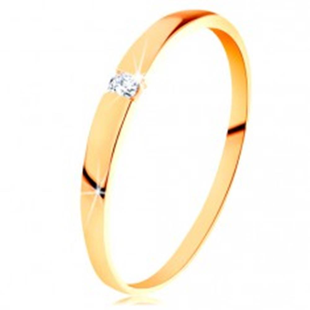 Šperky eshop Zlatý prsteň 585 - ligotavý diamant čírej farby, hladké vypuklé ramená - Veľkosť: 50 mm