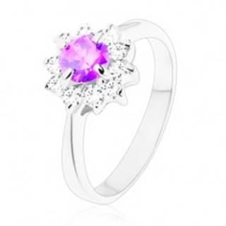 Prsteň v striebornej farbe, úzke ramená, kvietok vo fialovom a v čírom odtieni - Veľkosť: 49 mm