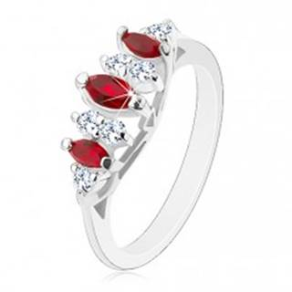 Žiarivý prsteň so zúženými ramenami, tmavočervené zrná a priezračné zirkóny - Veľkosť: 49 mm
