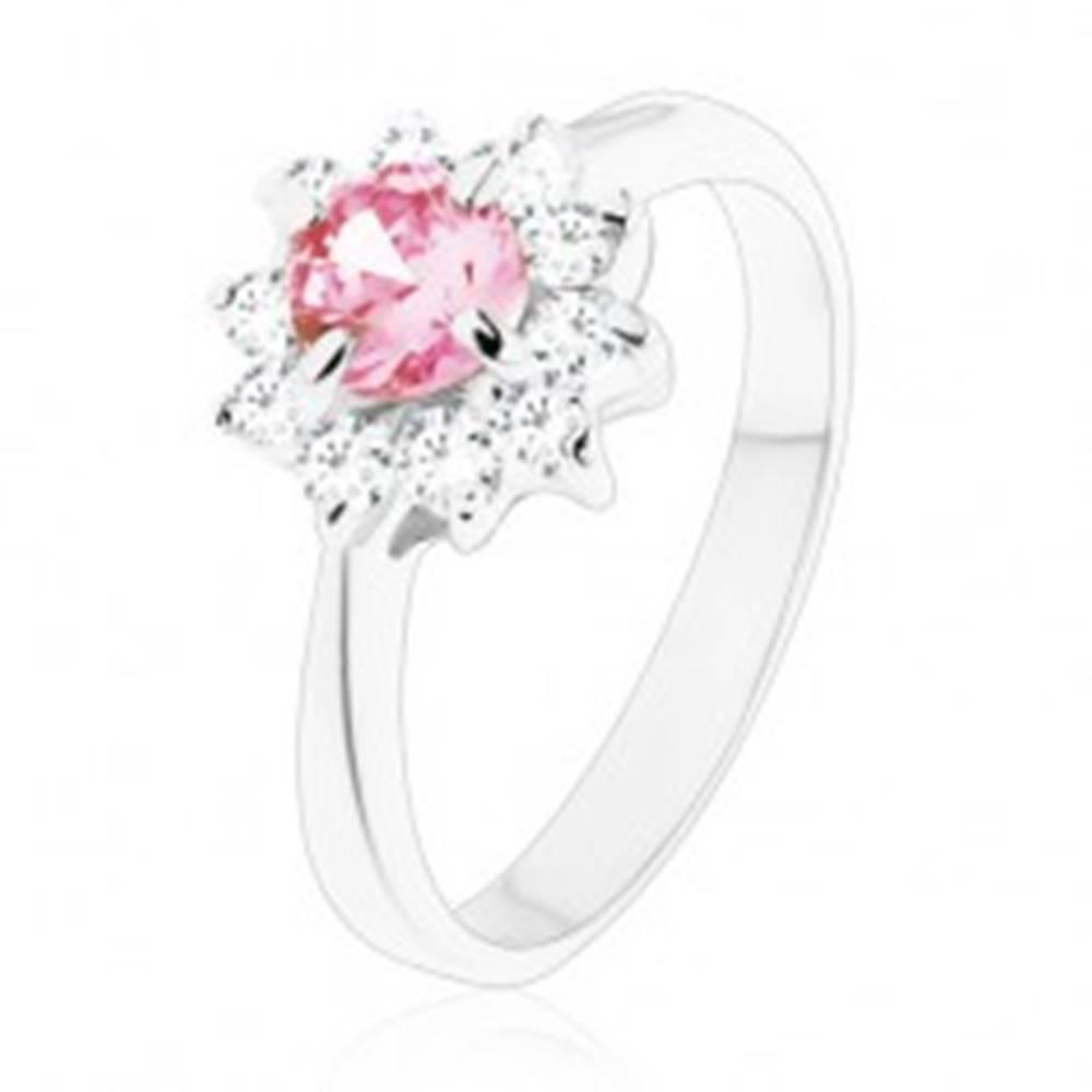Šperky eshop Lesklý prsteň so zirkónovým kvietkom v ružovej a čírej farbe, zúžené ramená - Veľkosť: 49 mm