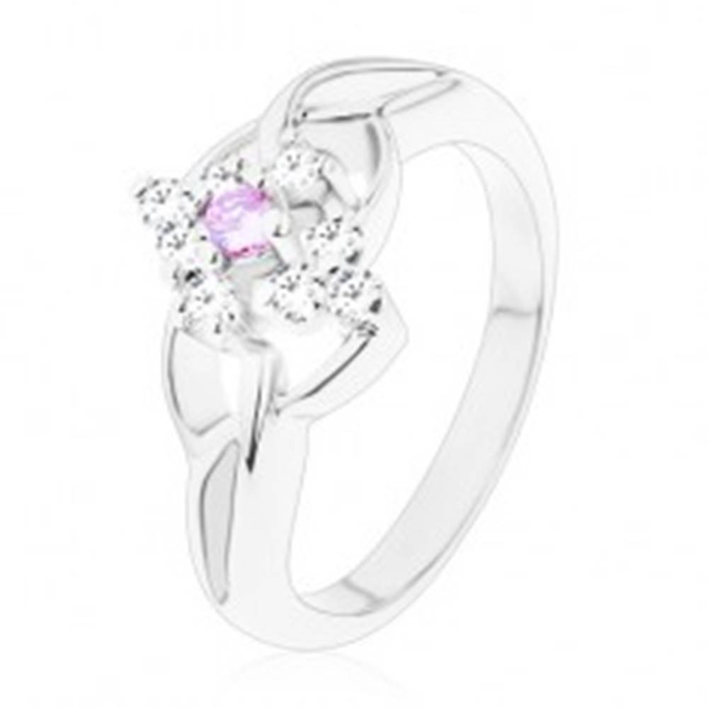 Šperky eshop Ligotavý prsteň so striebornou farbou, rozdelené ramená, fialové a číre zirkóny - Veľkosť: 54 mm