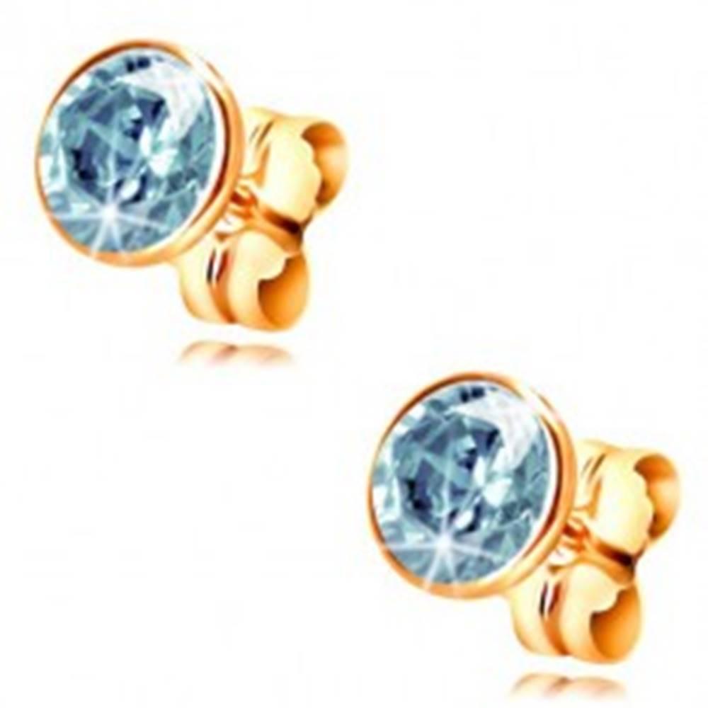 Šperky eshop Náušnice v žltom 14K zlate - objímka s modrým zirkónom, 5 mm