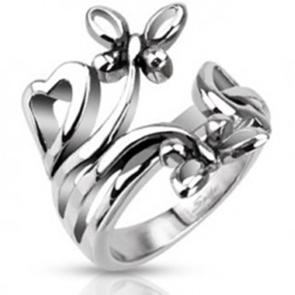 Šperky eshop Oceľový prsteň s motívmi sŕdc a motýľov - Veľkosť: 49 mm
