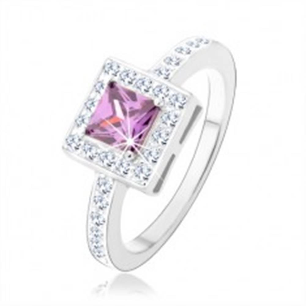 Šperky eshop Prsteň zo striebra 925, fialový zirkónový štvorec, číra ligotavá obruba - Veľkosť: 50 mm