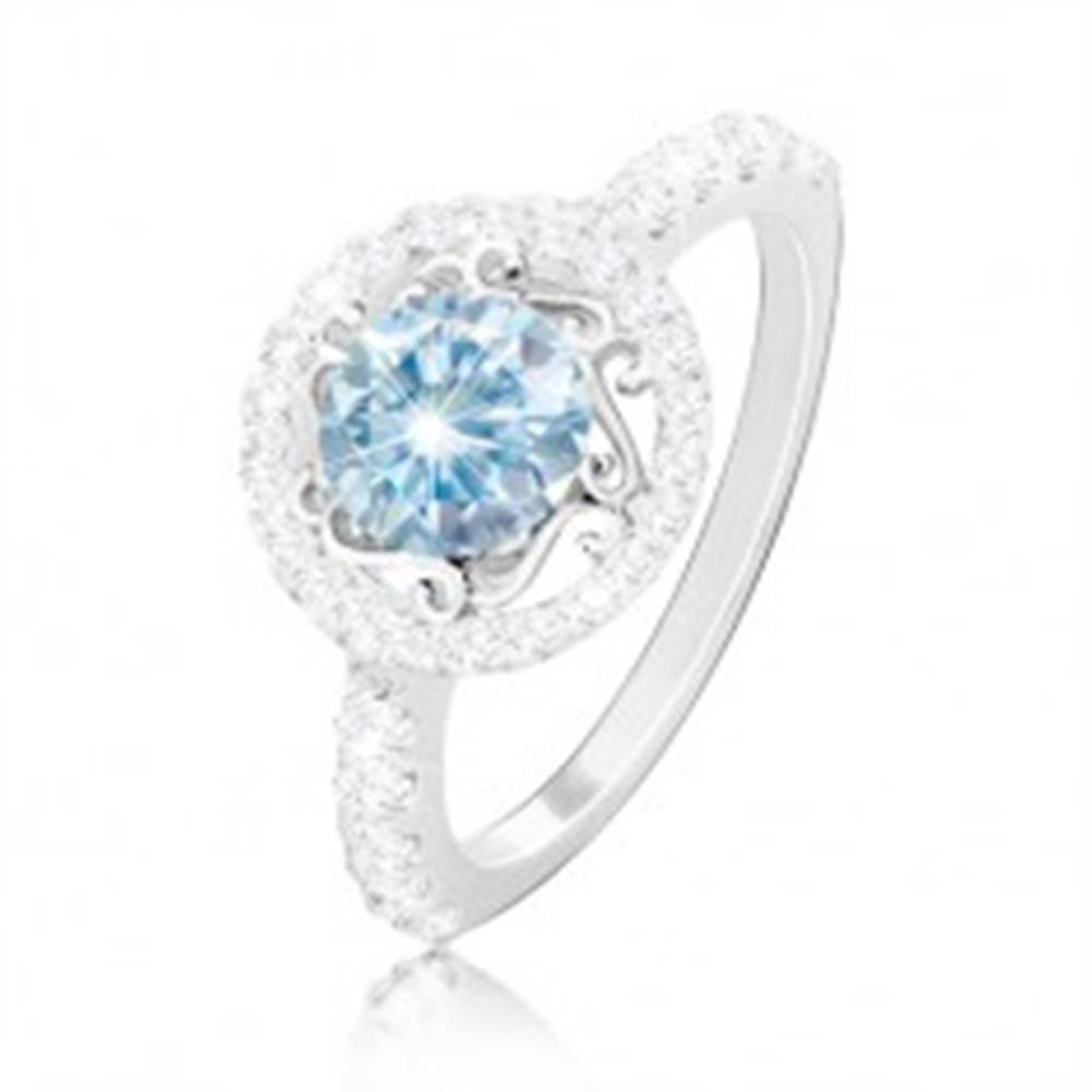 Šperky eshop Strieborný 925 prsteň - svetlomodrý zirkón, ornamenty, zirkónová obruč a ramená - Veľkosť: 49 mm