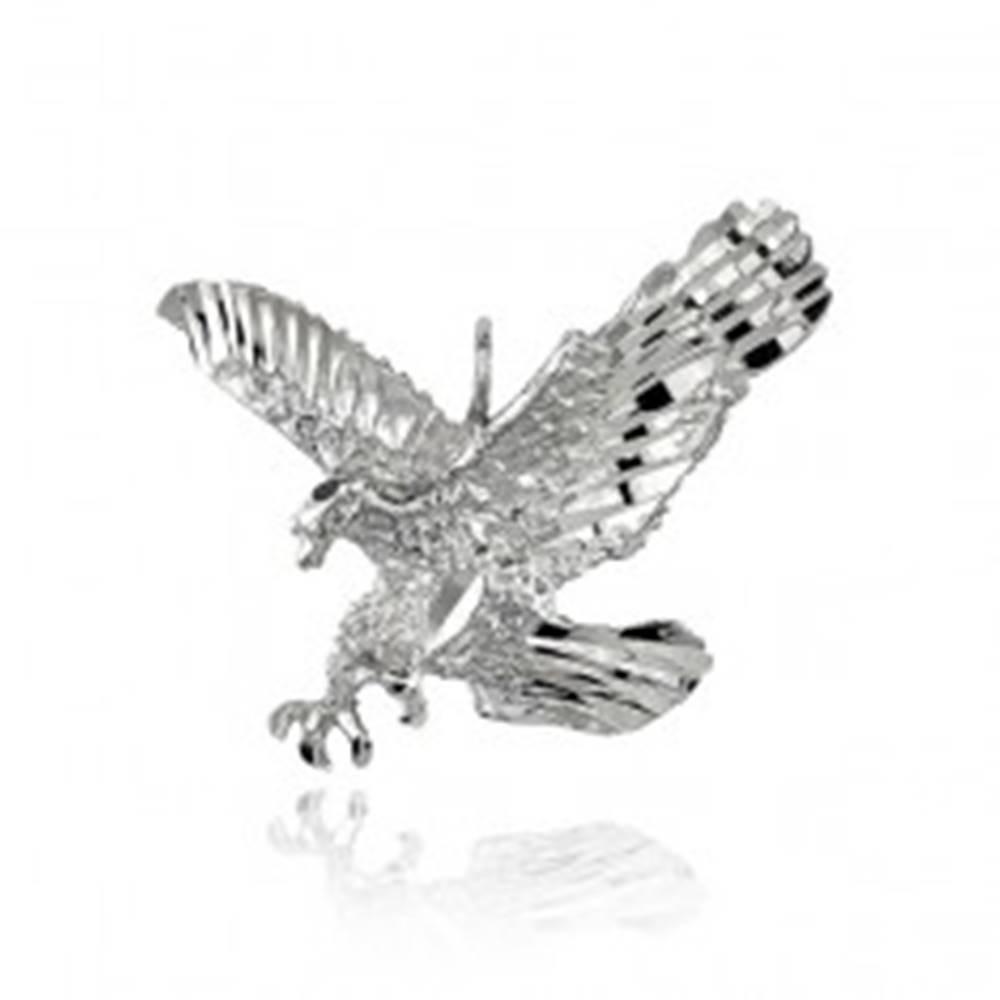 Šperky eshop Strieborný prívesok 925 - trblietavý útočiaci orol