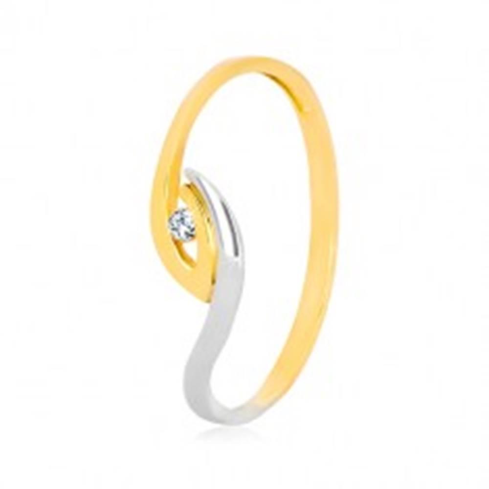 Šperky eshop Zlatý prsteň 375 - nepravidelne zahnuté konce ramien, ligotavý zirkón - Veľkosť: 47 mm