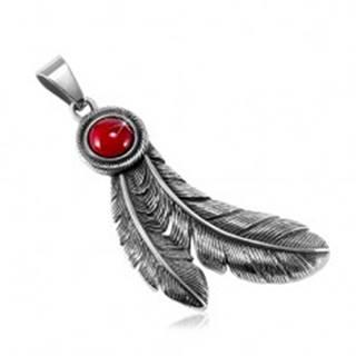 Oceľový patinovaný prívesok, okrúhly červený kamienok a indiánske pierka