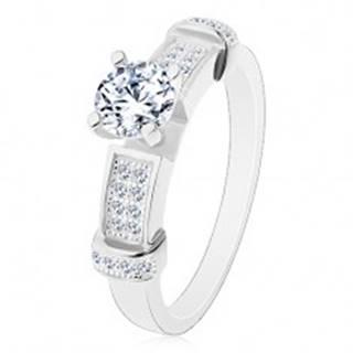 Strieborný prsteň 925, okrúhly zirkón čírej farby, dekoratívne ramená - Veľkosť: 49 mm