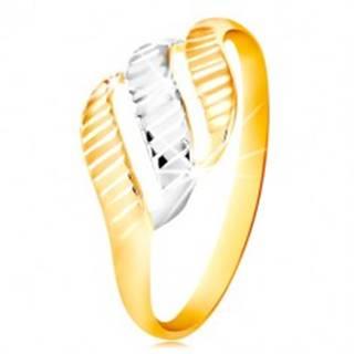 Zlatý prsteň 585 - tri vlnky zo žltého a bieleho zlata, ligotavé zárezy - Veľkosť: 49 mm