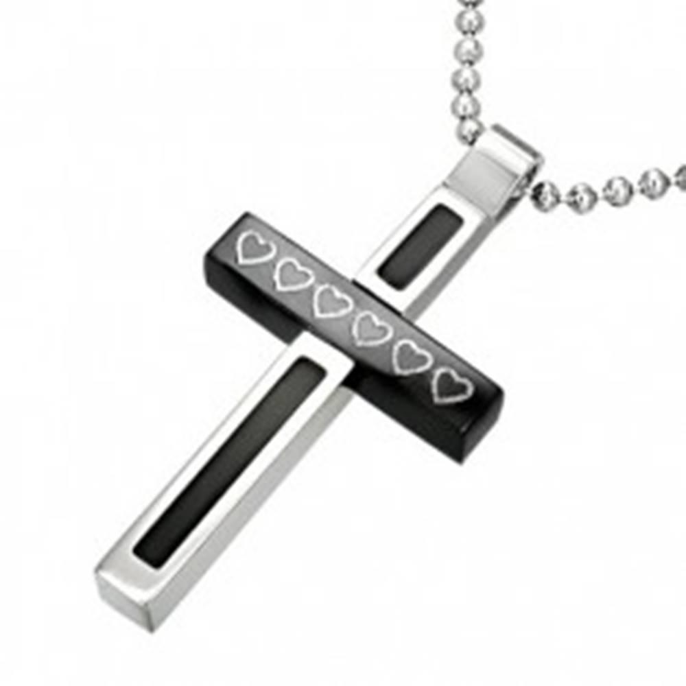 Šperky eshop Oceľový prívesok kríž - otáčavý hranol so srdiečkami