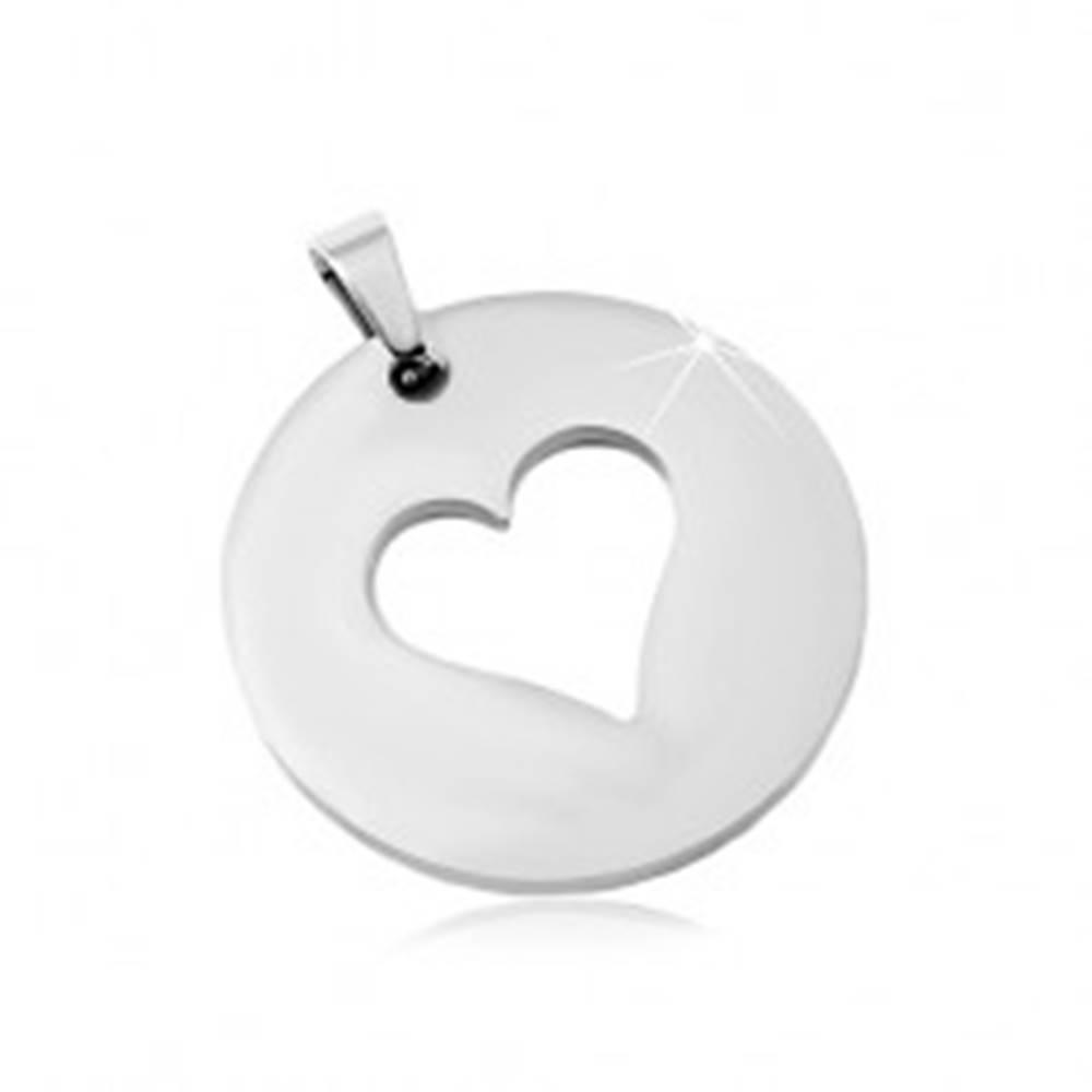 Šperky eshop Oceľový prívesok v striebornom odtieni, matný kruh s výrezom srdca