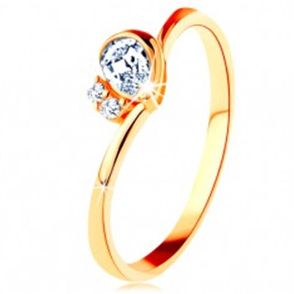 Šperky eshop Prsteň v žltom 14K zlate - číra brúsená slza, dva zirkóniky, zahnuté ramená - Veľkosť: 49 mm
