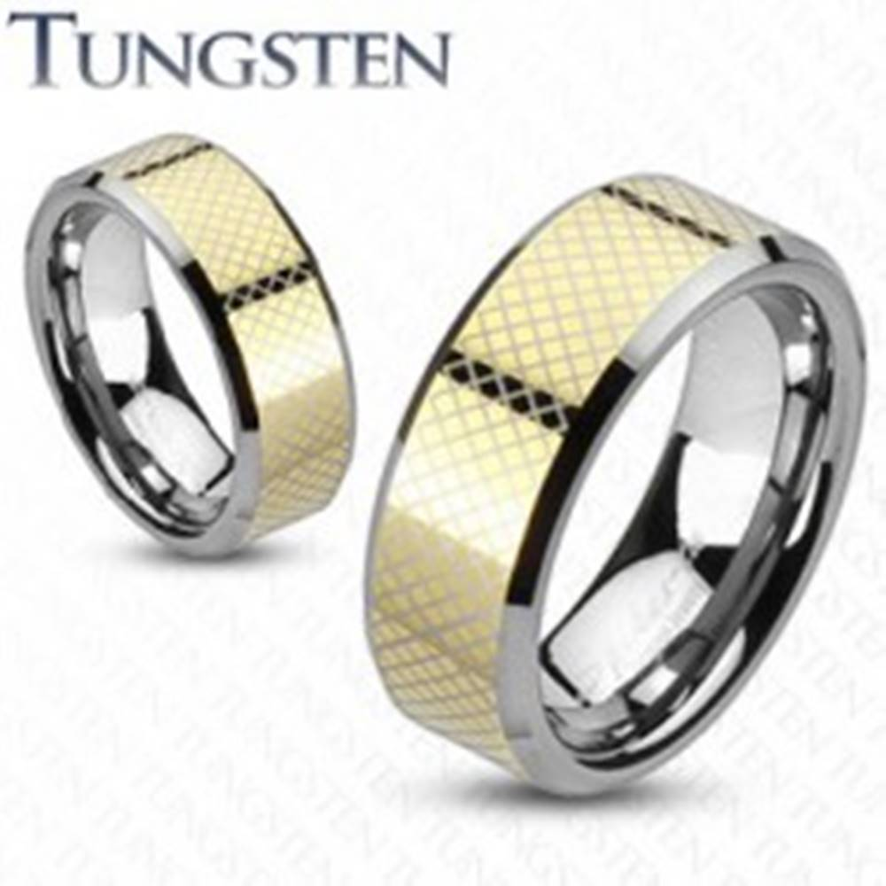Šperky eshop Prsteň z karbidu wolfrámu so šrafovaným pásom zlatej farby - Veľkosť: 49 mm