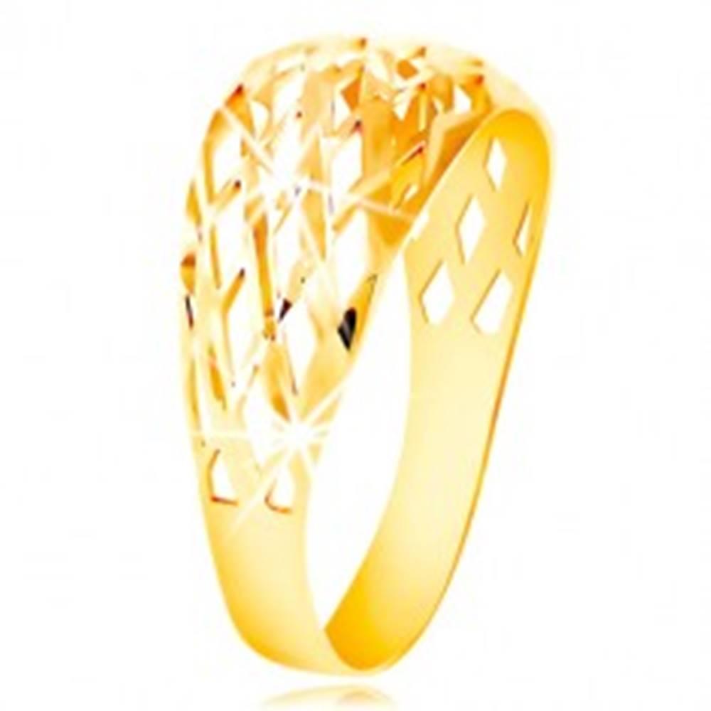 Šperky eshop Prsteň zo žltého 14K zlata - mriežka z tenkých ligotavých línií, drobné zárezy - Veľkosť: 49 mm