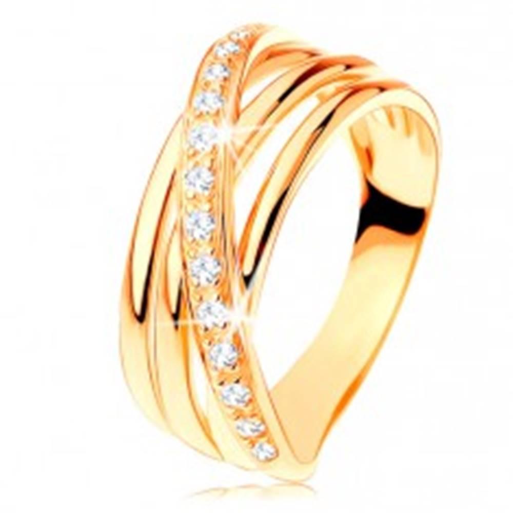 Šperky eshop Prsteň zo žltého 14K zlata - tri hladké pásy, šikmá zirkónová línia - Veľkosť: 49 mm