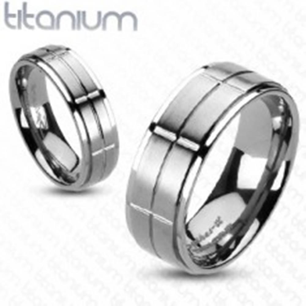 Šperky eshop Titánový prsteň s matnými obdĺžnikmi - Veľkosť: 49 mm