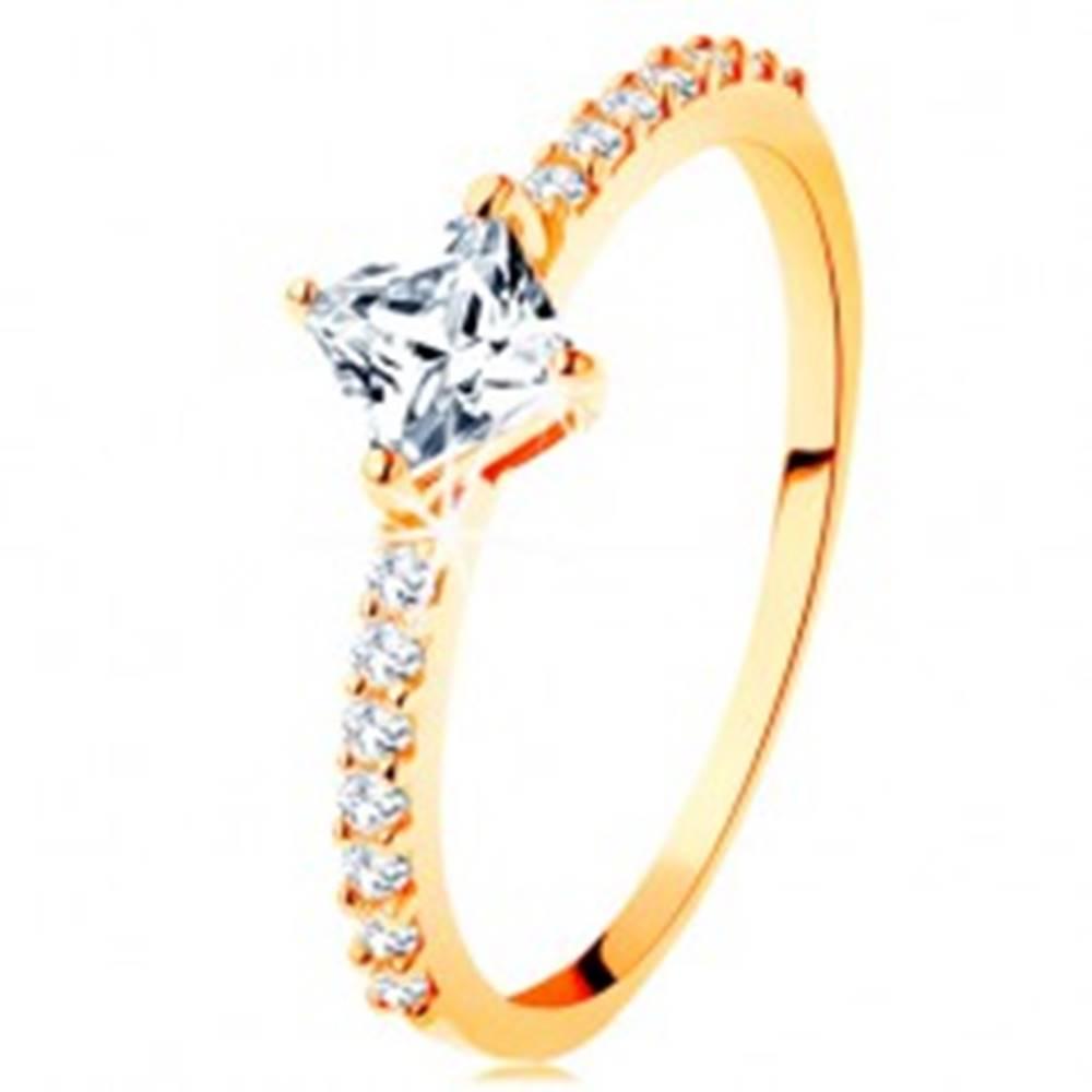 Šperky eshop Zlatý prsteň 585 - číry zirkónový štvorček, trblietavé línie na ramenách - Veľkosť: 49 mm