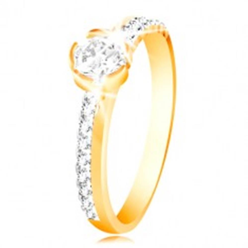 Šperky eshop Zlatý prsteň 585 - úzke zirkónové línie na ramenách, veľký číry zirkón - Veľkosť: 49 mm