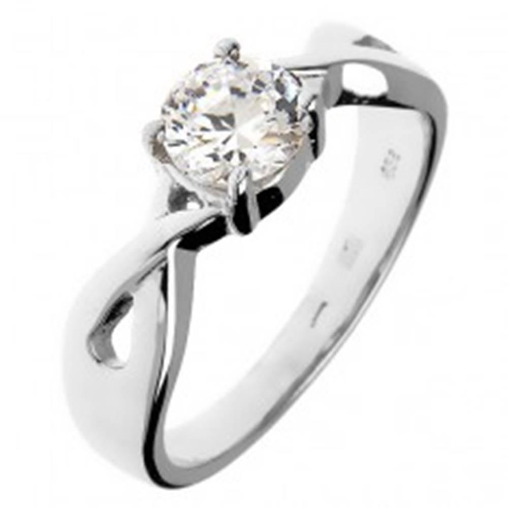 Šperky eshop Snubný prsteň zo striebra 925 - okrúhly zirkón v prepletaných pásoch - Veľkosť: 49 mm