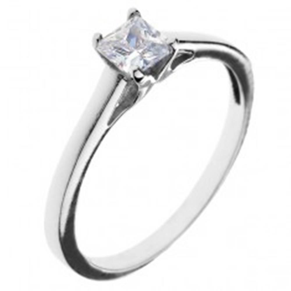 Šperky eshop Snubný prsteň zo striebra 925 - štvorcový zirkón s vystúpeným uchytením - Veľkosť: 50 mm