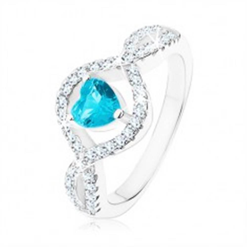 Šperky eshop Strieborný prsteň 925, svetlomodré zirkónové srdce, vlnité číre ramená - Veľkosť: 49 mm