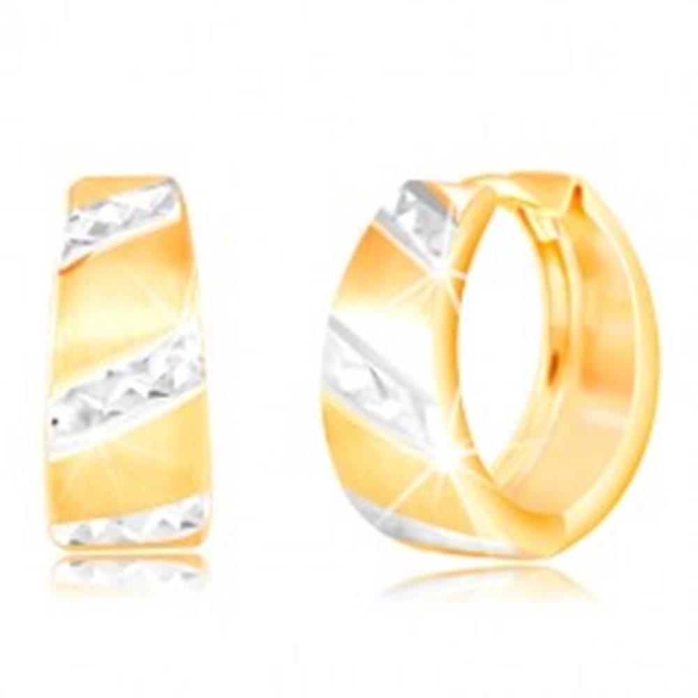 Šperky eshop Zlaté náušnice 585 - matný rozšírený krúžok, ligotavé pásy z bieleho zlata