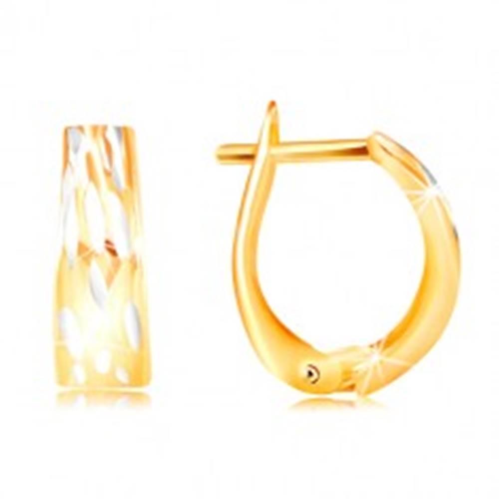 Šperky eshop Zlaté náušnice 585 - rozšírený oblúk so zvislými dvojfarebnými zárezmi